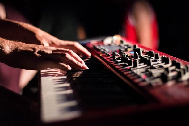 Playing a chord progression on a synthesizer
