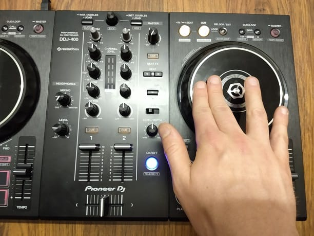 Scratching on a Pioneer DDJ-400 DJ controller with the right hand on the jog wheel