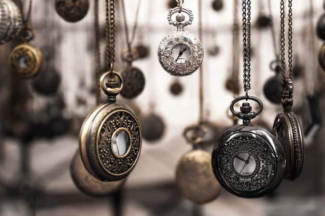 Multiple spinning clocks
